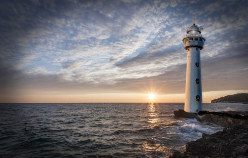 lighthouse-2372424_1920.jpg
