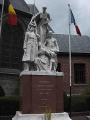 Mouscron_-_Grand'Place_-_monument_14-18.jpg